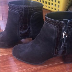 Unisa Shoes - Chocolate brown suede booties